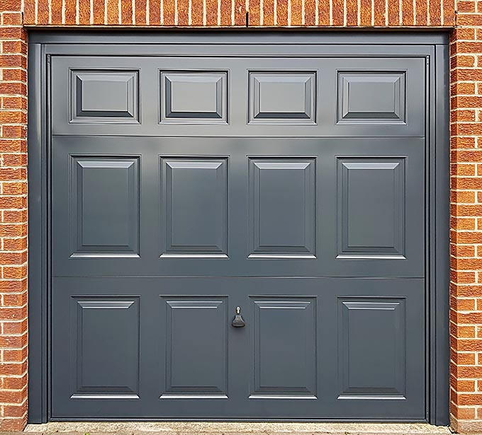 Anthracite Grey door
